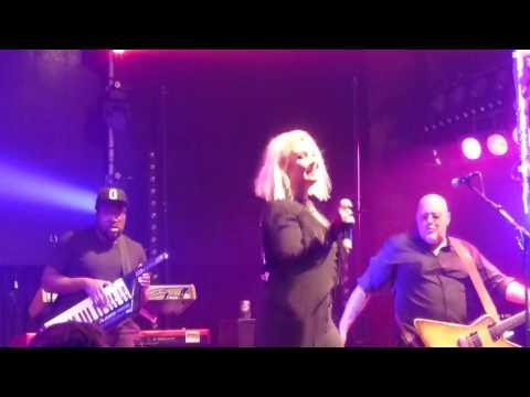 Kim Wilde - Kids in America bij Lucky in Rijssen 14-10-2016