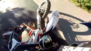CROSS BITUME CRASH - grosse glissade en KTM 125 EXC