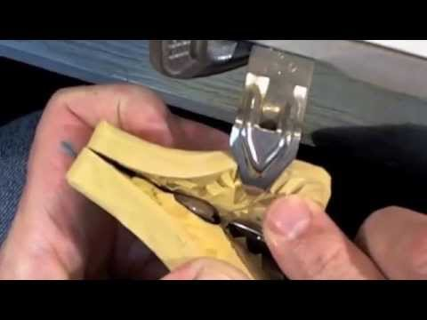 How to cut a rubber ring mold in natural rubber.