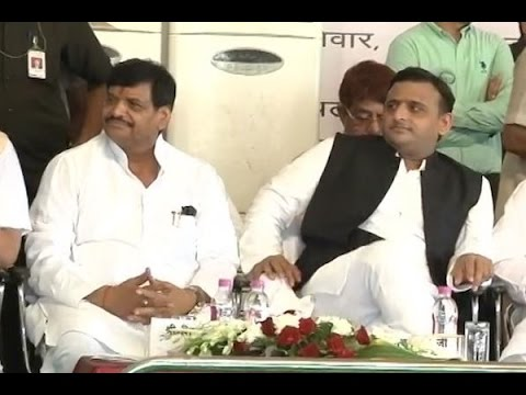 Amid differences, Akhilesh-Shivpal share stage in Lucknow