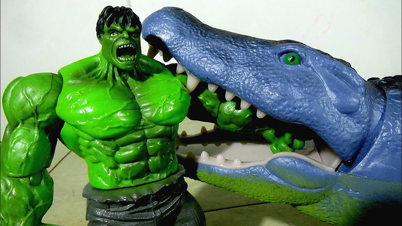 Hulk Toy Vs Battery Operated Giant Crocodile Toy W