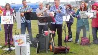 """Wight Ukers Performing """"bring Me Sunshine"""", At The Old Gaffers Festival, 31st May 2015"""