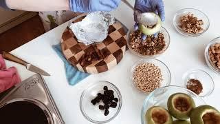 Яблоки запечённые с орехами и сухофруктами