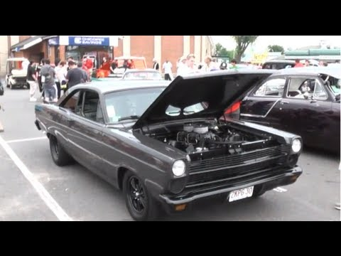 AMERICAN CLASSIC CAR & MUSCLE CAR SHOW IN MASSACHUSETTS USA