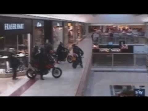 Raw: Jewelry Thieves Get Away on Motorcycles