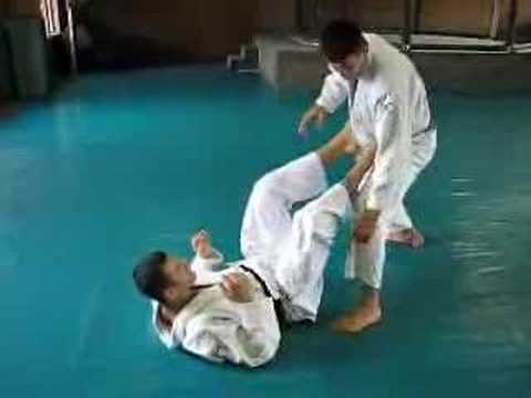 Gracie Insider October 2006 Technique of Month - Hook Sweep