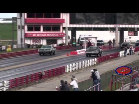 Hemmings - 1967 Impala SS vs 1964 Catalina 2+2