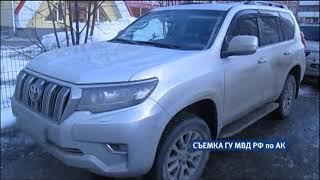 Полицейские задержали барнаульца, который снимал с автомобилей зеркала заднего вида