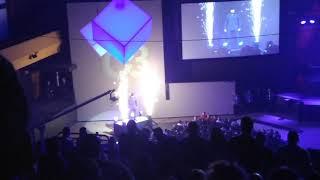 الأندرتيكر يظهر في مؤتمر C3 - في الحلبة