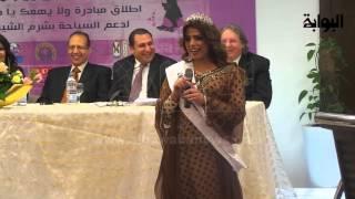 شاهد: ملكة جمال اليمن تقع في إحراج كبير أثناء محاولة التعريف عن نفسها في حفل بالقاهرة