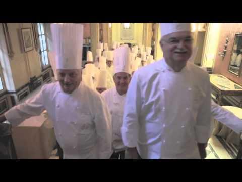Arrivo al Consolato Generale d'Italia a Parigi