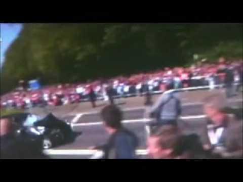 Car Tries to crash into dutch queen royalties bus 30 04 2009 Queensday Apeldoorn 7 dead