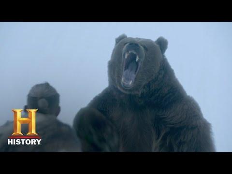 Vikings: Bjorn Picks a Fight with a Bear (Season 4) | History