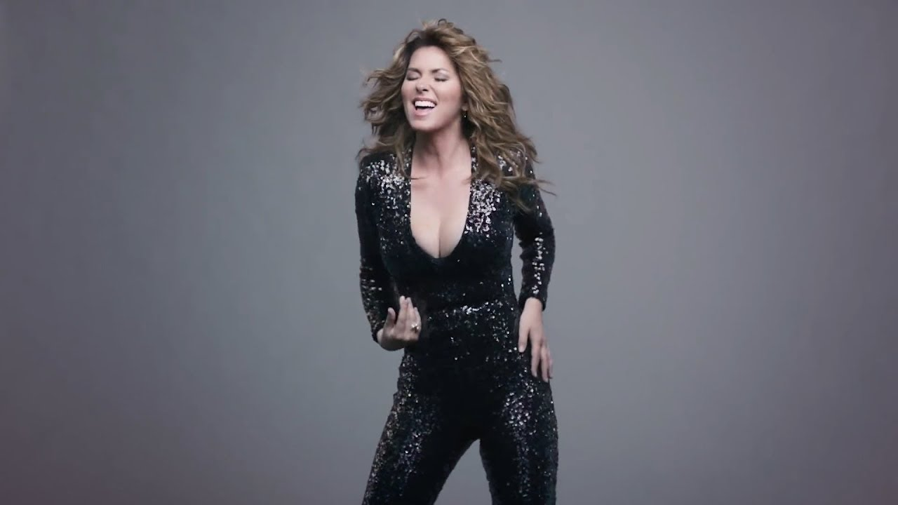 Shania Twain Posted a Video of Herself in a Bikini and Fans Are ...
