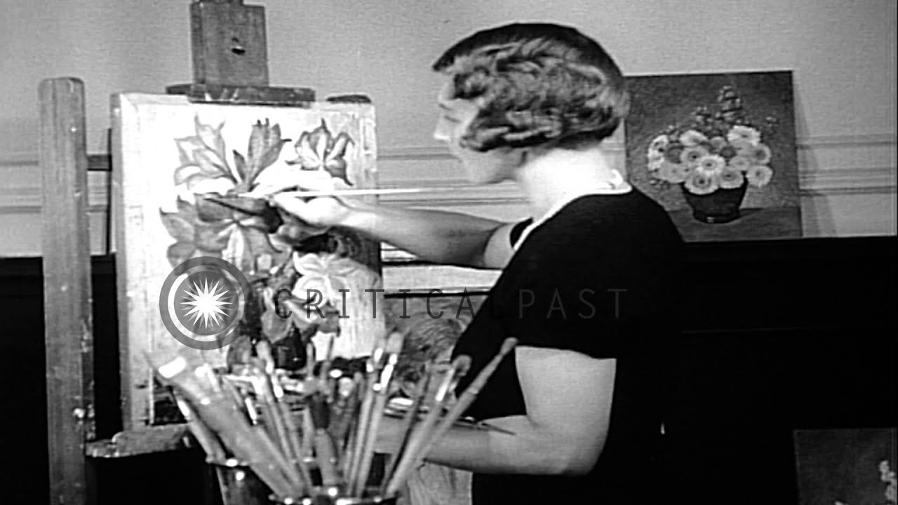 Tennis queen Helen Wills tries her hand at painting in San