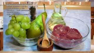 Теплый салат из куриной печени, винограда и груши