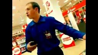 Придурковатый охранник из М-видео(Ему в милицю надо было, чего он в охранники-то поперся?, 2010-11-22T05:50:35.000Z)
