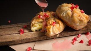 Запеченный бри с гранатовым медом   Baked brie w/ pomegranate honey