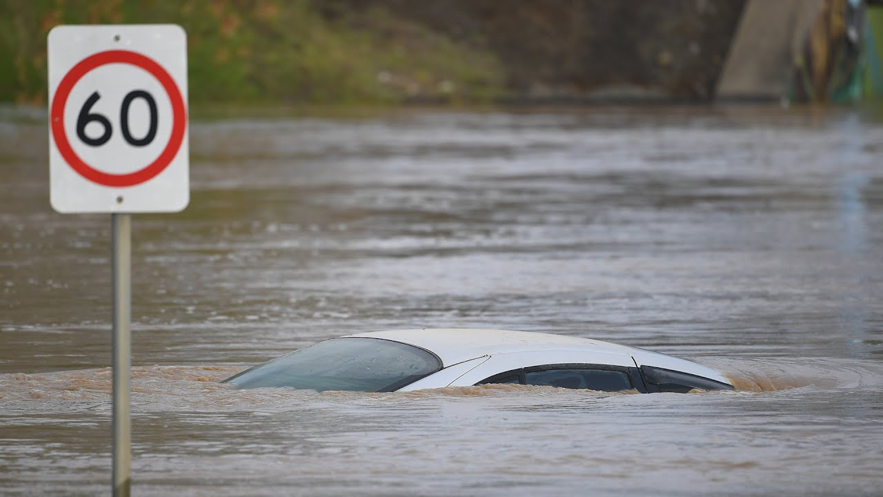 Download Australia: Severe weather causes flooding and leaves 200,000 without power
