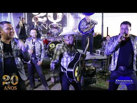 Los Cuates De Sinaloa - El Cuervo En Una Ladera Ft. Banda La Llegadora ( Videos En Vivo )