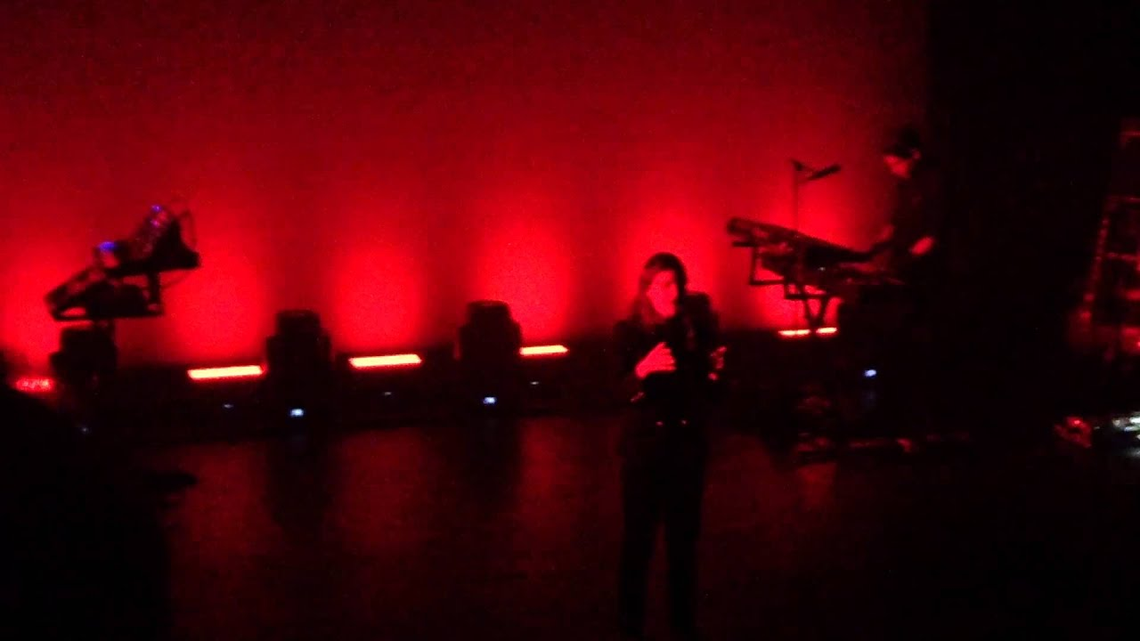christine-and-the-queens-safe-and-holy-live-berlin-2015-filouberlinmusic