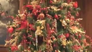 Новый год по-русски(Новогодние куплеты, песни и стишки, но по- английски, в поместье Хилвуд декламирует и распевает не Санта..., 2010-01-05T16:31:41.000Z)