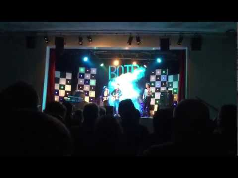 """Two Door Cinema Club - """"Sun"""" Cover @ Chipping Norton School Battle of the Bands 2017"""