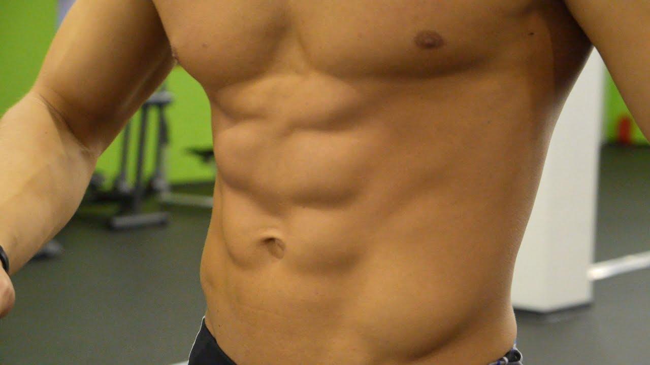 Рельефные мышцы мальчика член