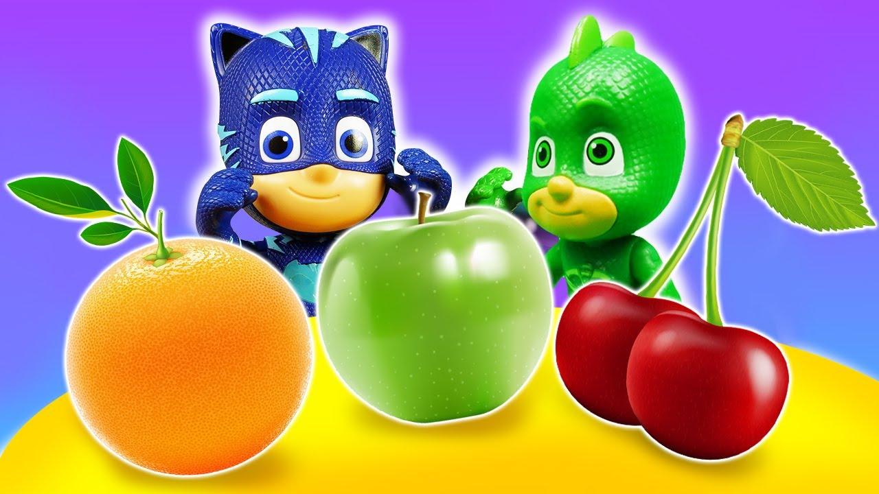 ¡Los PJ Masks hacen dulces con frutas! Juguetes de dibujos animados. Cocina para niños