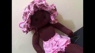 Chapéu de boneca de pano e calçola