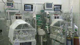 Детские хирурги провели первый этап по разделению сиамских близнецов из Новосибирска.(Столичные хирурги готовятся провести редкую операцию. Им предстоит разделить сиамских близнецов, которые..., 2016-06-07T04:58:14.000Z)
