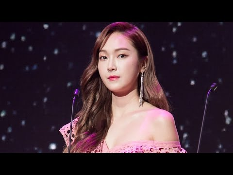 170408 Jessica presented Influencer Of The Year Award @ Influence Asia 2017