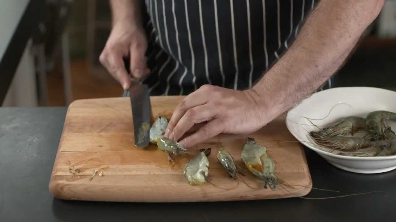 How To Butterfly Prawns Youtube