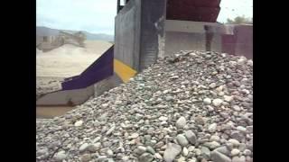 Extracción de arena y gravas con bomba DRAGFLOW HY300 (300 HP) y 2 excavadores EXHY35 (35 HP)