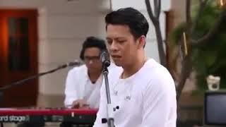 Download lagu Ariel Noal denting piano dari iwan fals MP3