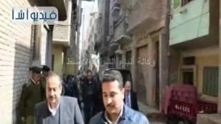 بالفيديو محافظ المنيا يتفقد المنزل المنهار بحي جنوب المدينة5
