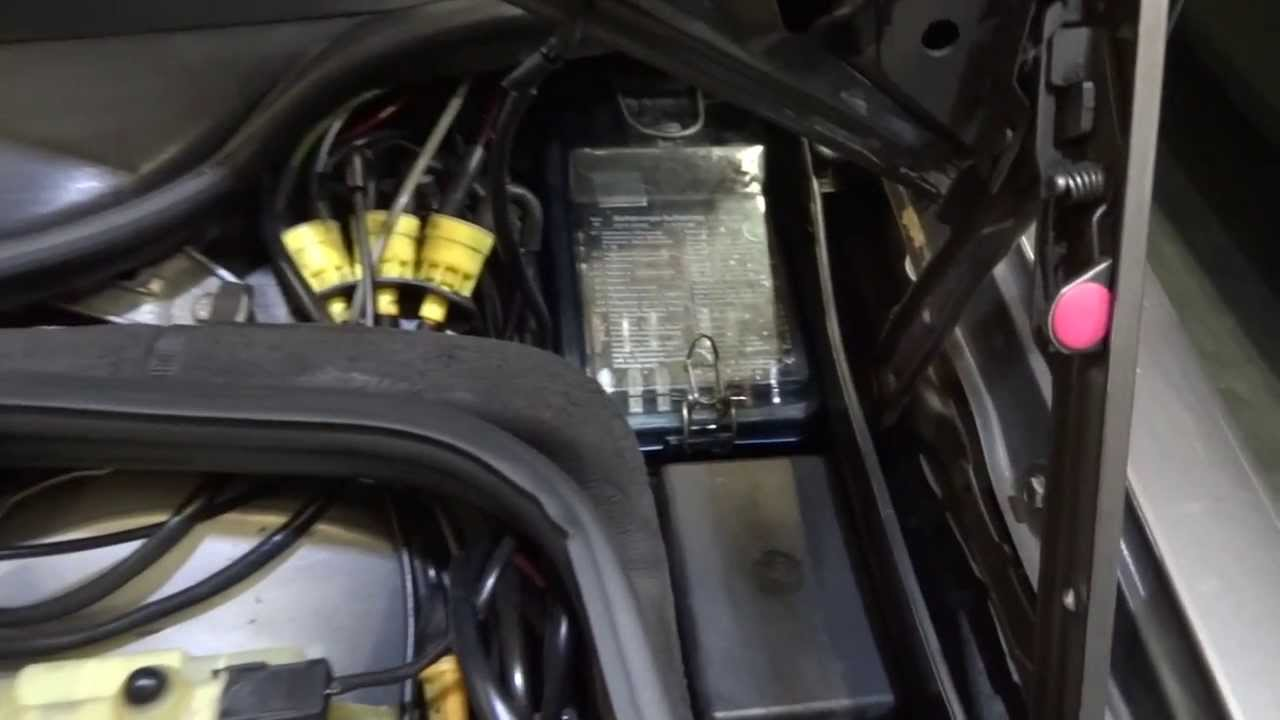 hight resolution of mercedes 190 w201 how to remove cover fusebox youtube karmann ghia fuse box mercedes 190 w201