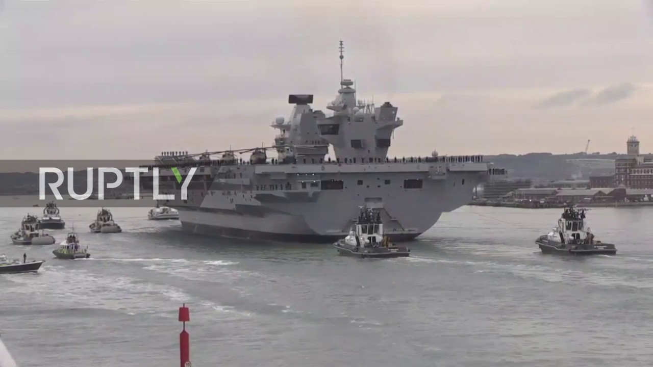 UK: Thousands welcome Britain's biggest warship arriving ...