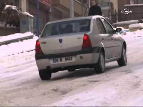 Buz pistine dönen yollarda araçlar böyle kaydı Polis Haber - polis.web.tr