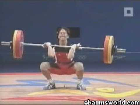 girl pees while weight lifting LOL