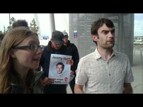 Protestwyr Cymdeithas yr Iaith yn cwrdd gyda Jeremy Hunt