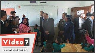 محافظ القاهرة يتفقد مدرسة السيدة عائشة الابتدائية ويجتمع بمدير المدرسة