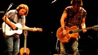 "Eddie Vedder & Johnny Depp - ""Society"" (Little Rock - 8.28.10)"