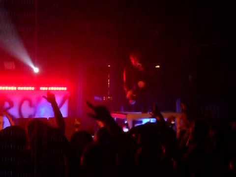 MGK - Machine Gun Kelly - Edge of Destruction (Live)