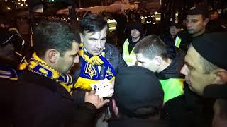 Чтобы зайти на футбольный матч паспорт Саакашвили проверяла полиция и спецназ