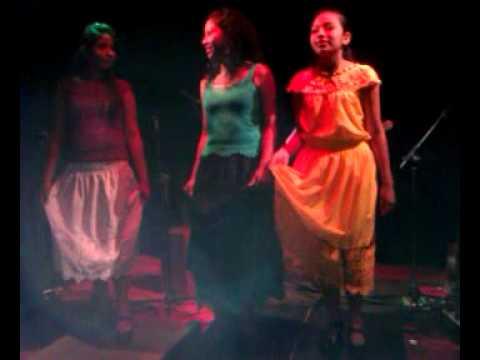 Presentación del grupo  Son de Tres Zapotes en París Francia.