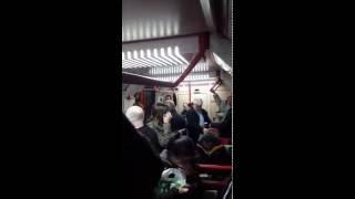 Pasajeros oyen infidelidad de operadora del Metro
