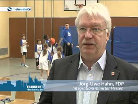 Hahn besucht Karl von Ibell Schule