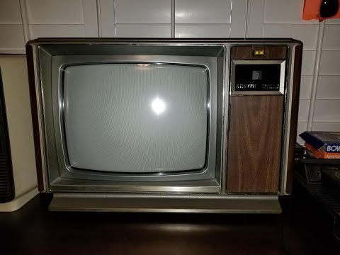 Vintage 1979 Zenith System 3 Space Command Color TV