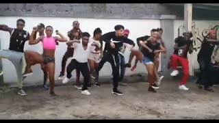 Robinio Mundibu   Nouvelle danse   Saut-de-mouton